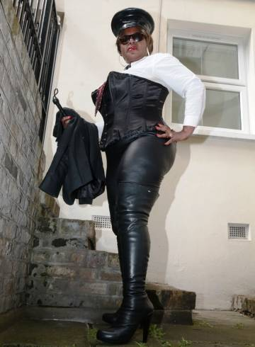 London Escort Mistress  Dionne Adult Entertainer in United Kingdom, Female Adult Service Provider, Escort and Companion.